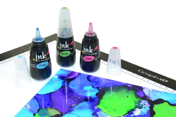 pouring graphit ink